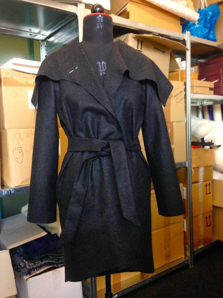 """Mantel """"Celia"""" von Vanessa Bärnthol. Anstatt den Knöpfen wurde ein Gürtel aus dem selben Stoff gefertigt."""